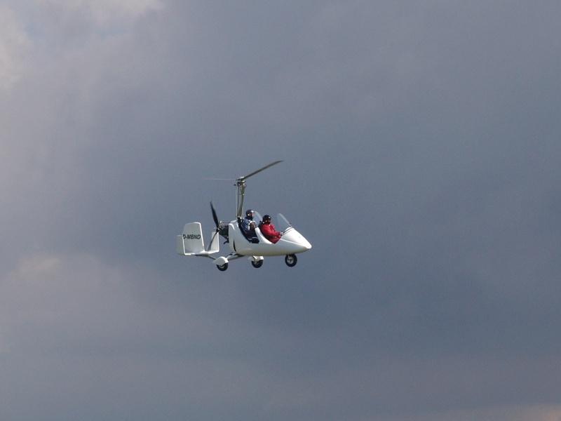 Tragschrauber im Flug