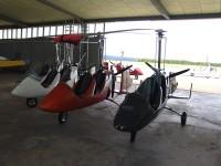 Hangar mit Gyrocoptern